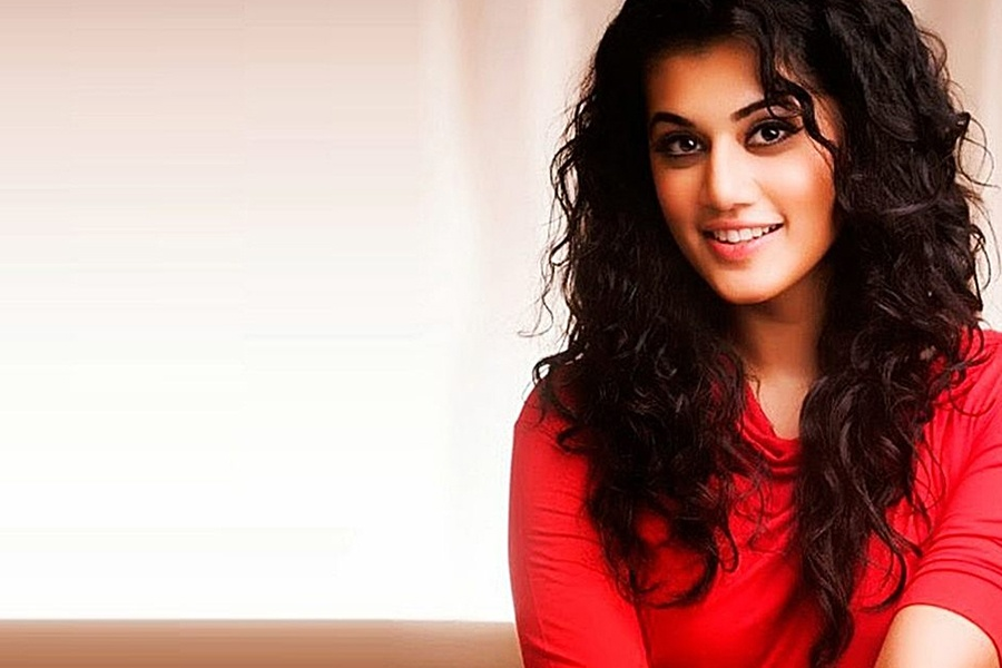 taapsee-pannu-pink